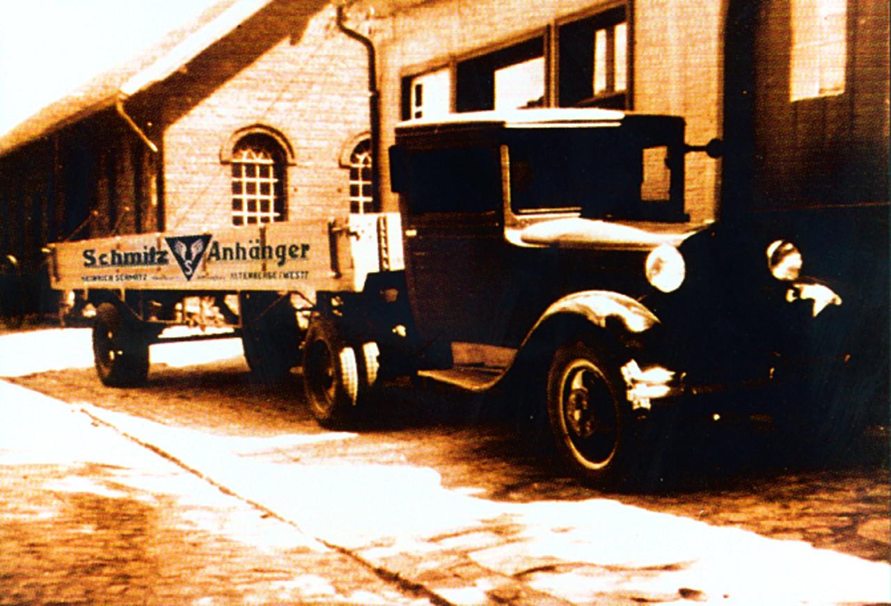 Schmitz félpótkocsi, 1935-ből. Még nem olyan nagy a különbség egy gumikerekű lovas kocsihoz képest?