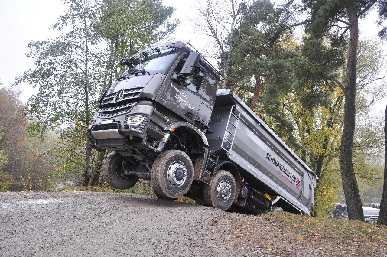 Ilyen helyzetből is lágyan, kopásmentesen indulhat el a 32 tonnás jármű a turbóretarder-tengelykapcsoló segítségével