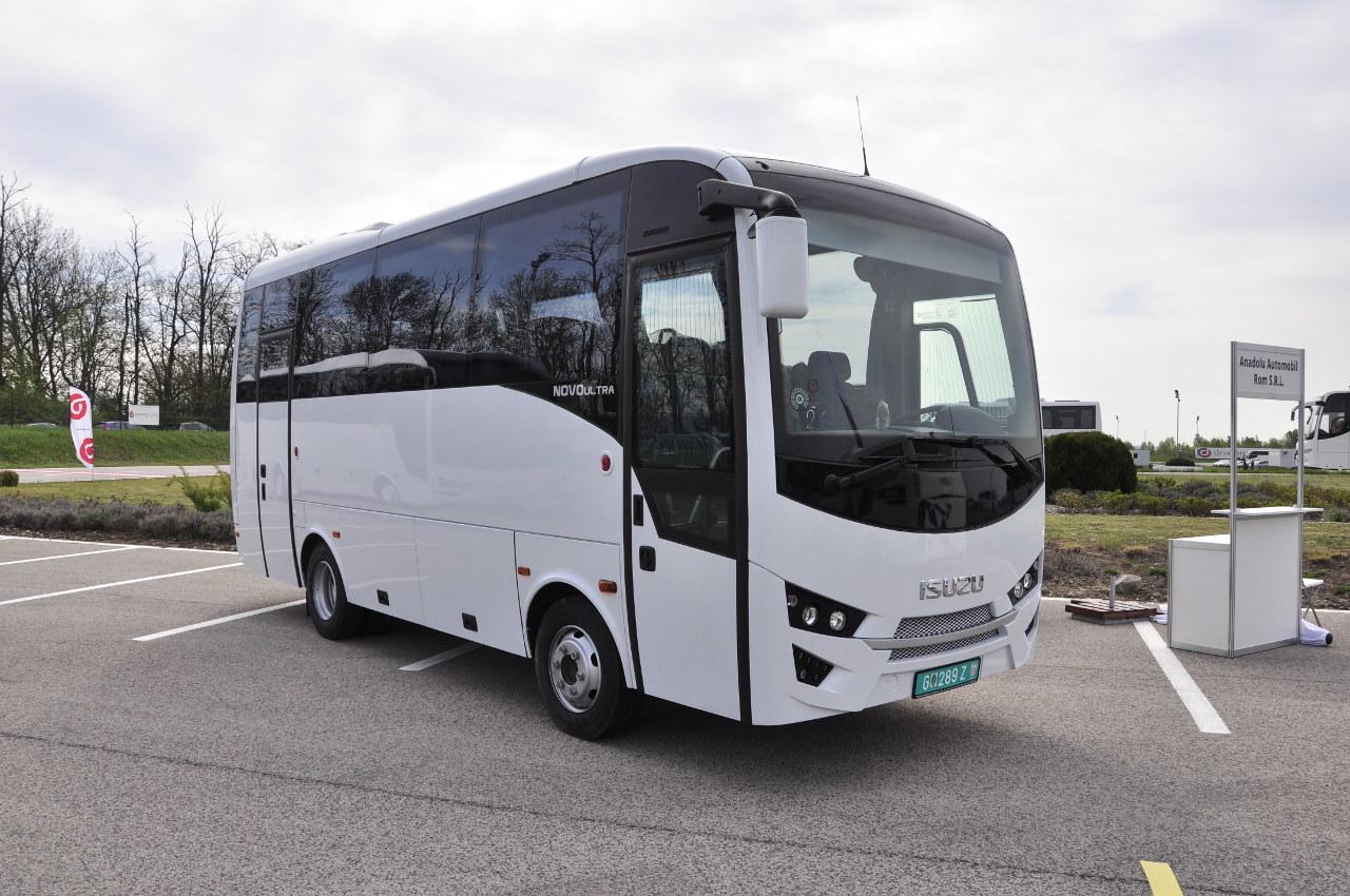 A 7,5 méter hosszú Isuzu Novo Ultra városközi buszként négy köbméteres csomagteret és 29 1 ülést kínál