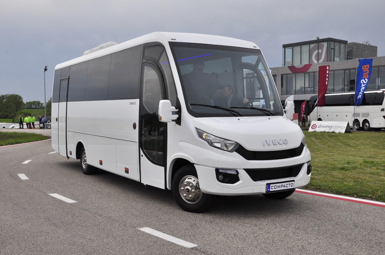 Az IVECO Compacto 2 midibuszt a Kapos Járműgyártó Zrt. felépítményezi IVECO Daily 70-es alvázra