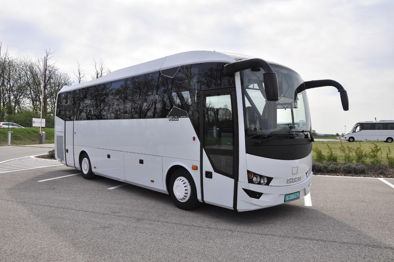 A 9,5 méteres Isuzu Visigo turistabusz 39 utasának öt köbméteres csomagtér áll a rendelkezésére