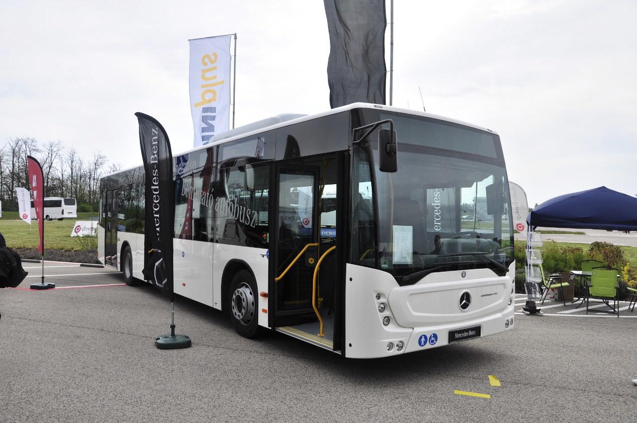 Az új generációs Mercedes-Benz Conecto a BUSEXPO-n tartotta magyarországi premierjét