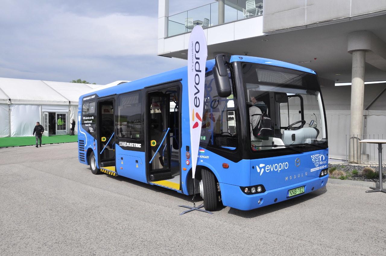 A kompozit karosszériás Modulo midibusz immár sűrített földgázzal (CNG) üzemelő változatban is elérhető