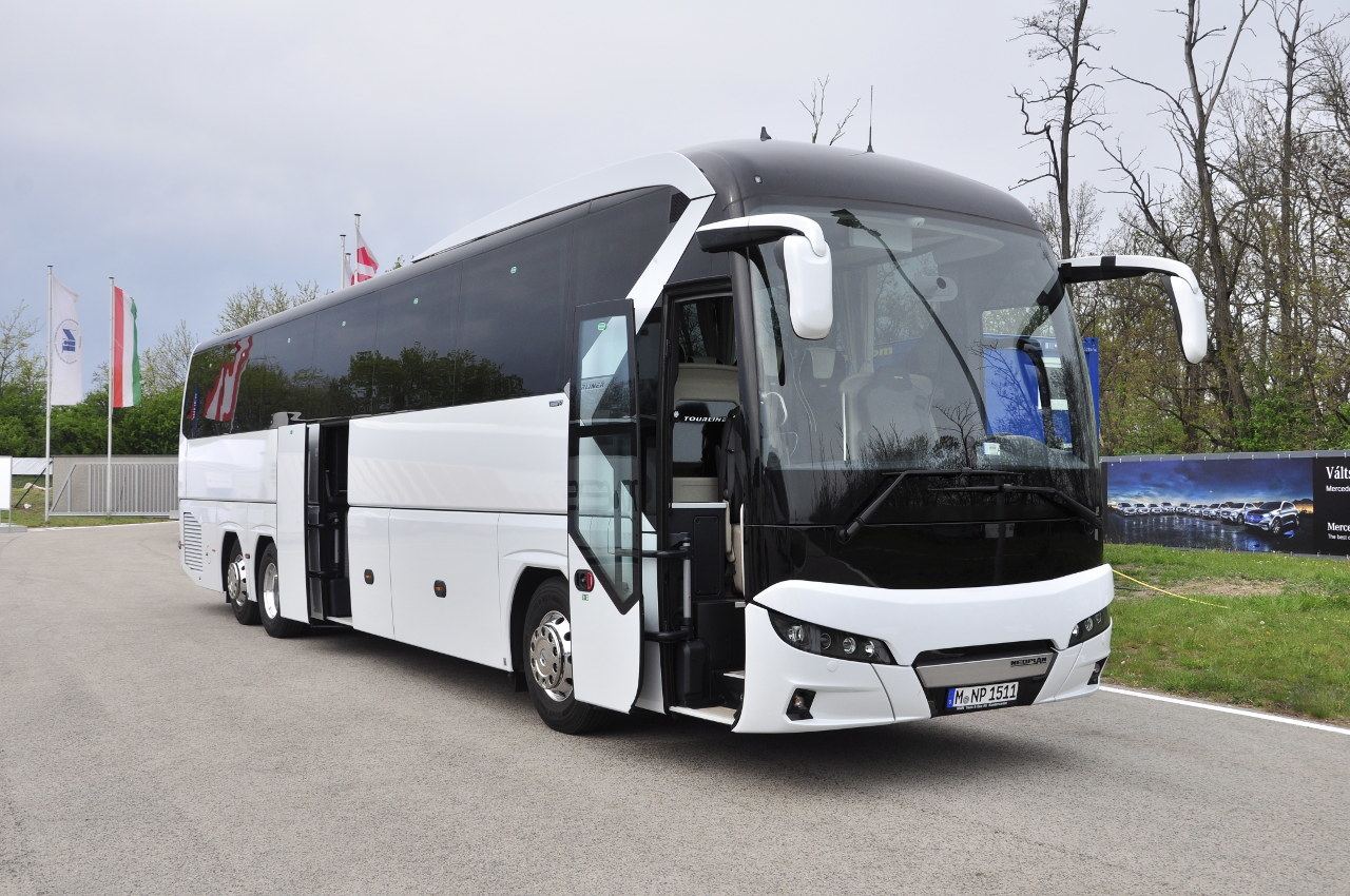 A BUSEXPO-n mutatkozott be először a nagyközönség számára az új generációs NEOPLAN Tourliner háromtengelyes változata