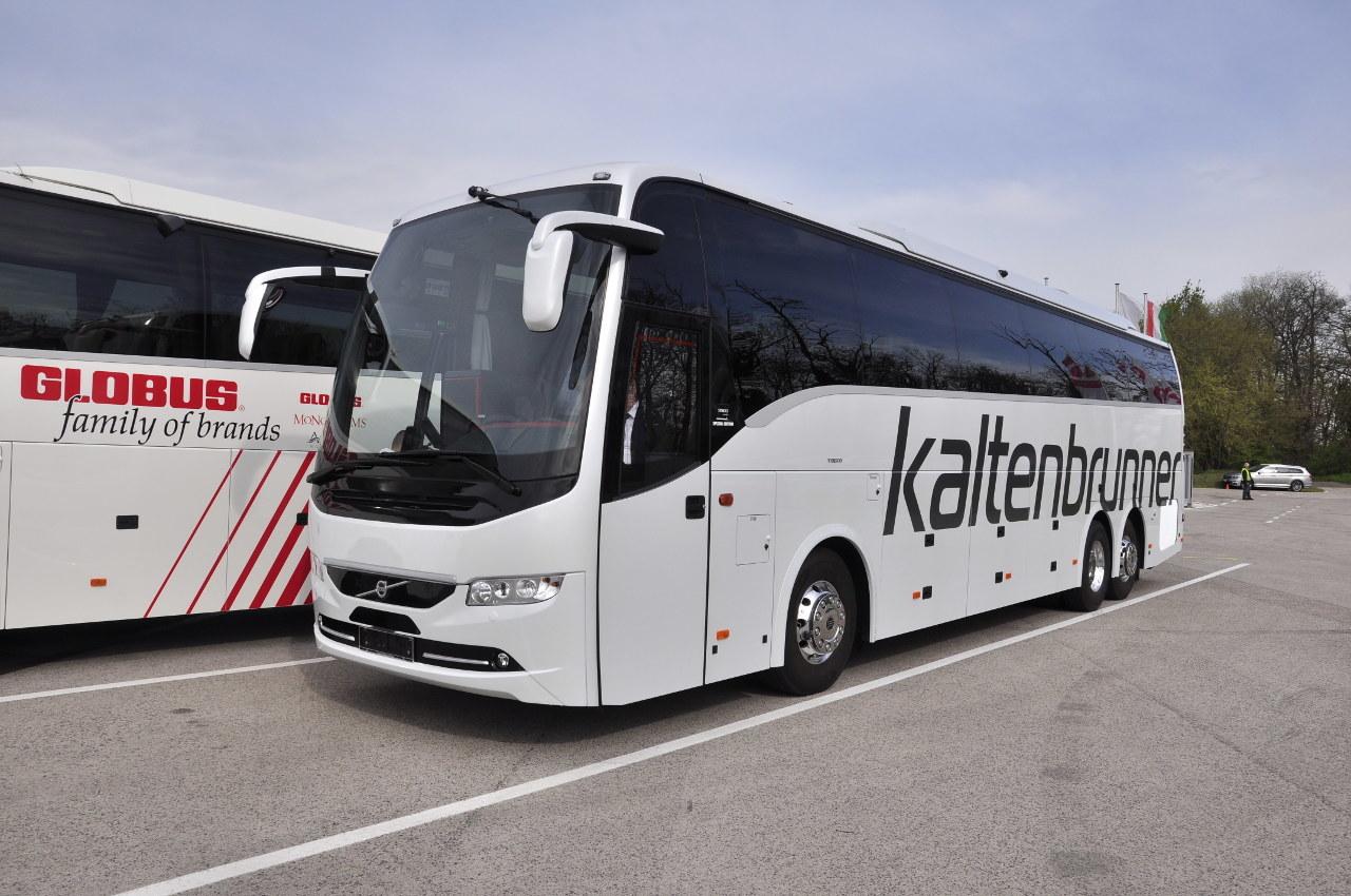 Számos különleges extrafelszereléssel ellátták ezt a Volvo 9900 6x2 osztrák bemutatóbuszt