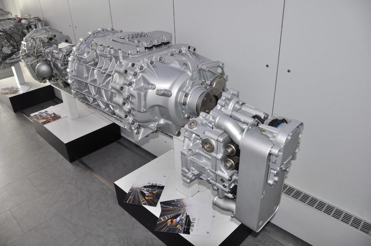 A ZF legújabb automatizált sebességváltója, az AS Tronicot leváltó TraXon a jövő évtől az autóbuszokban is megjelenik