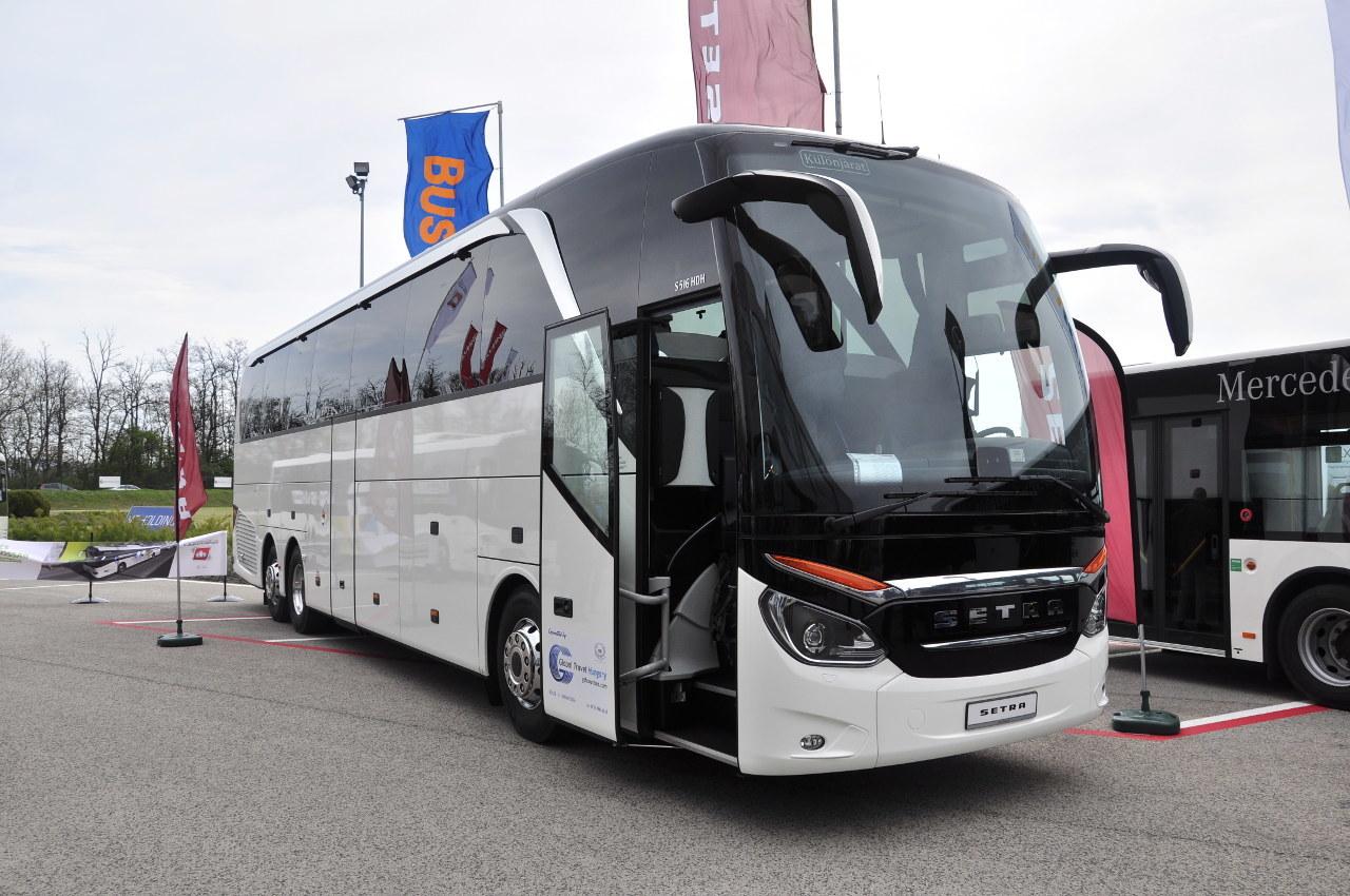 Megtört a jég, átadták hazánk első újonnan forgalomba helyezett, nem emeletes Setra TopClass autóbuszát, egy S 516 HDH modellt