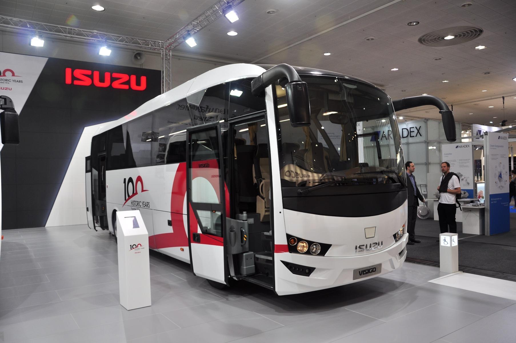 Az Isuzu Visigo turistabusz 9,5 méteres karosszériájába 35 1 1 ülőhely is kerülhet