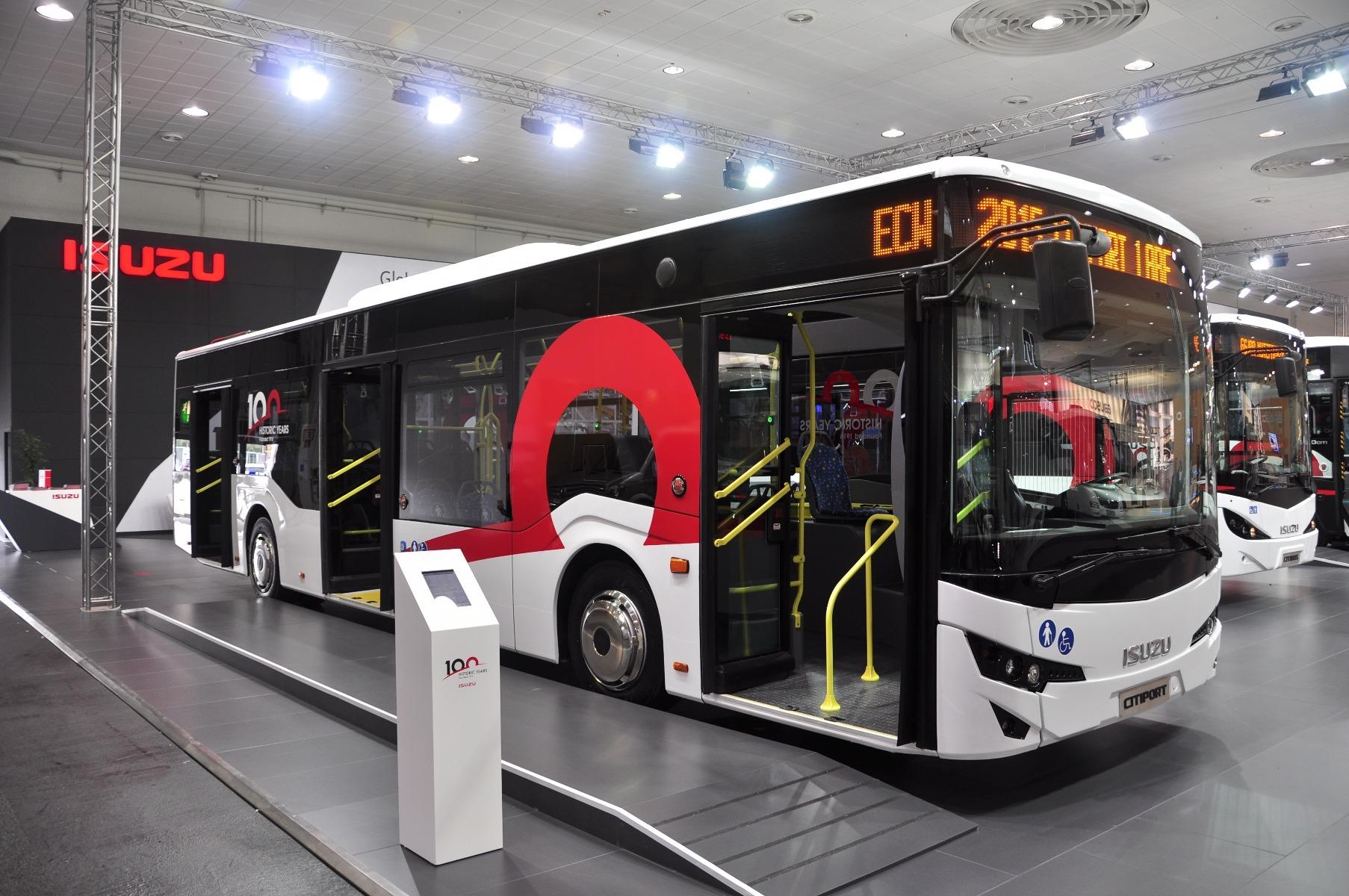 A 7,5 méteres, alacsonypadlós Isuzu NovoCiti városi midibusz akár 21 ülő- és 33 állóhelyet is kínálhat