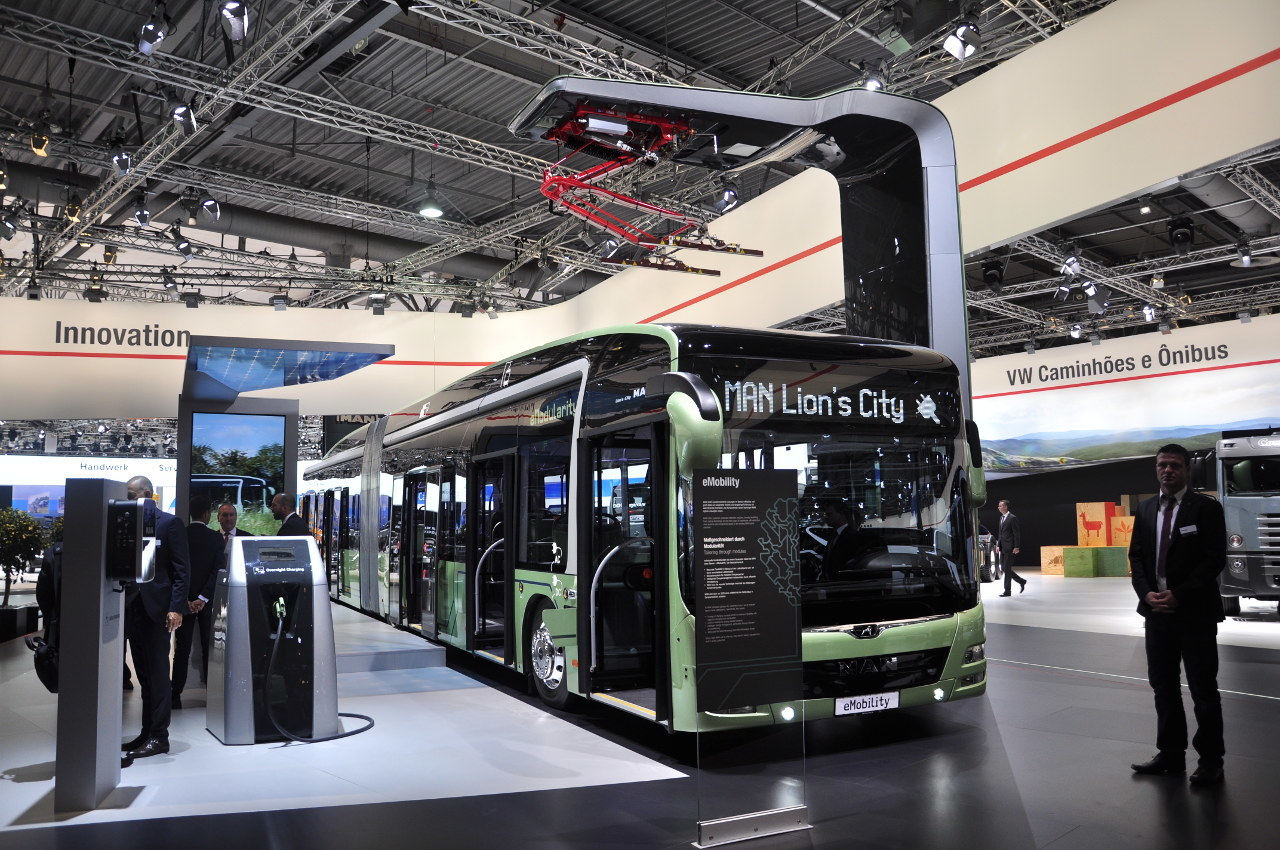 Az MAN a Lion's City csuklós busz teljesen elektromos hajtású változatának prototípusát is kiállította