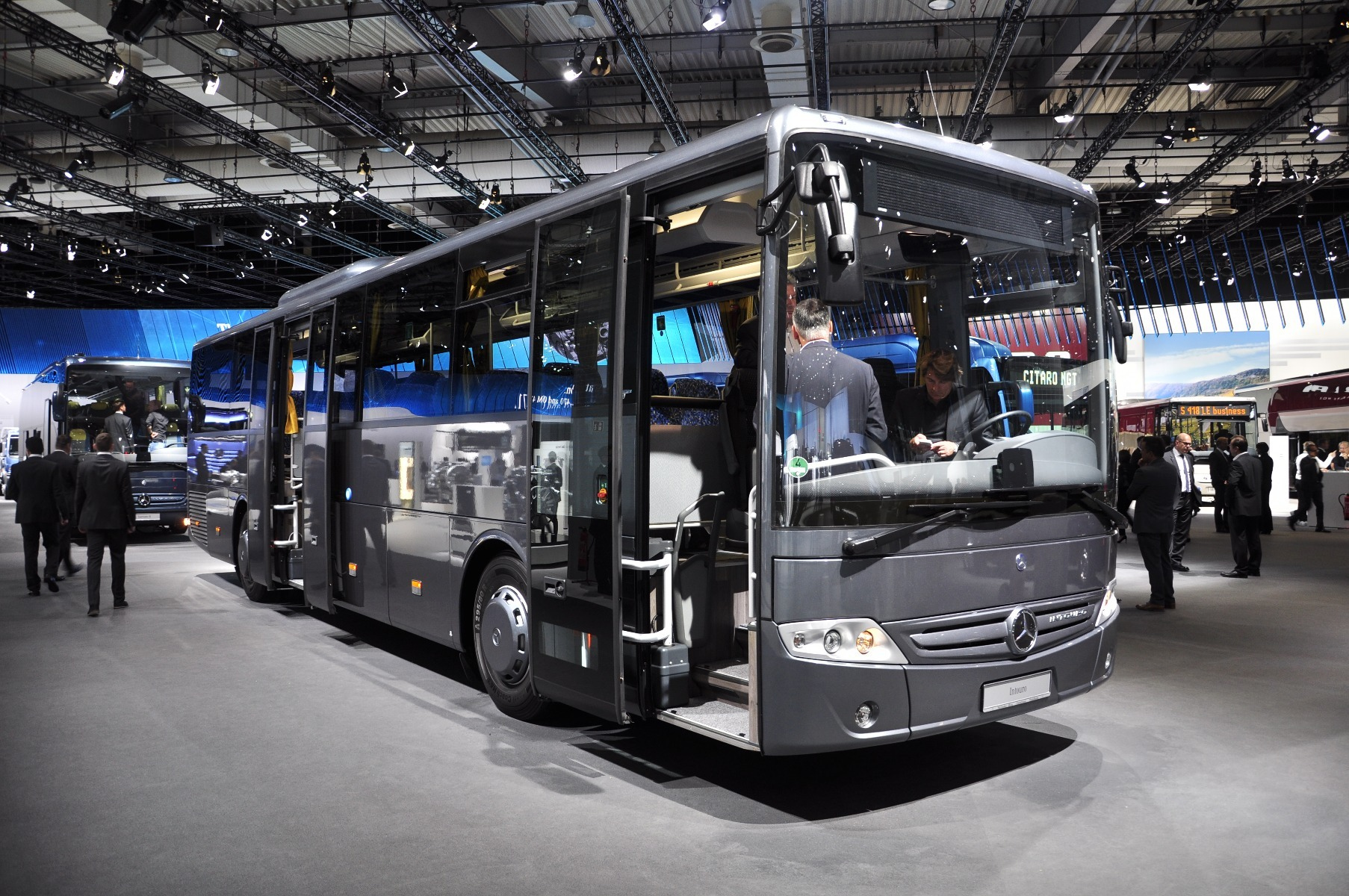 Az IAA-n adták át a tízezredik Mercedes-Benz Intouro buszt