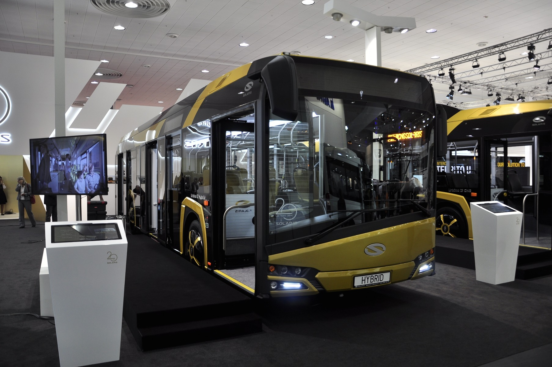 A Solaris Urbino 12 Hybrid soros elvű hibridhajtással működik, 4,5 literes, 210 lóerős, Euro 6-os Cummins dízelmotorral
