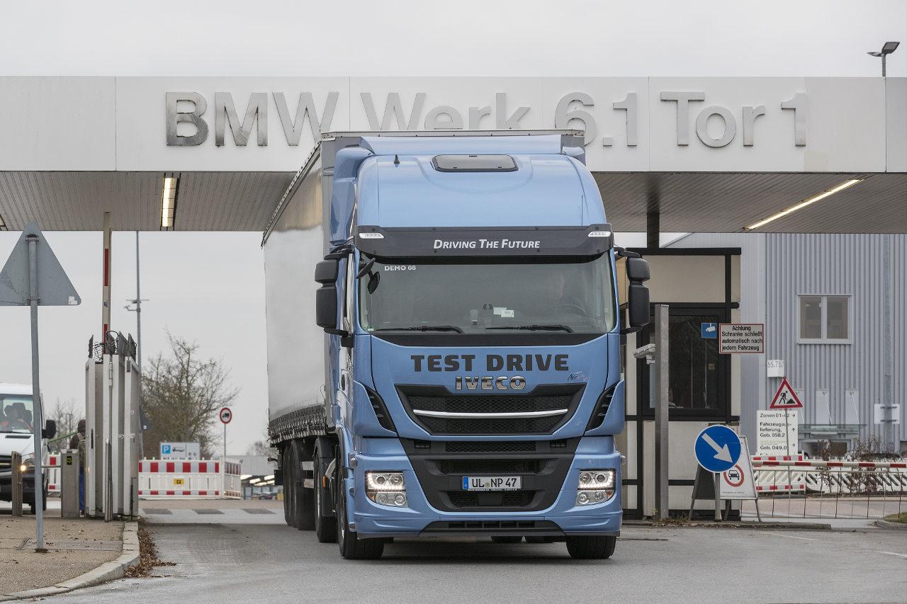A BMW autógyártó Steyr és Regensburg között tesztelte a cseppfolyósított földgázzal üzemelő Stralis NP modellt
