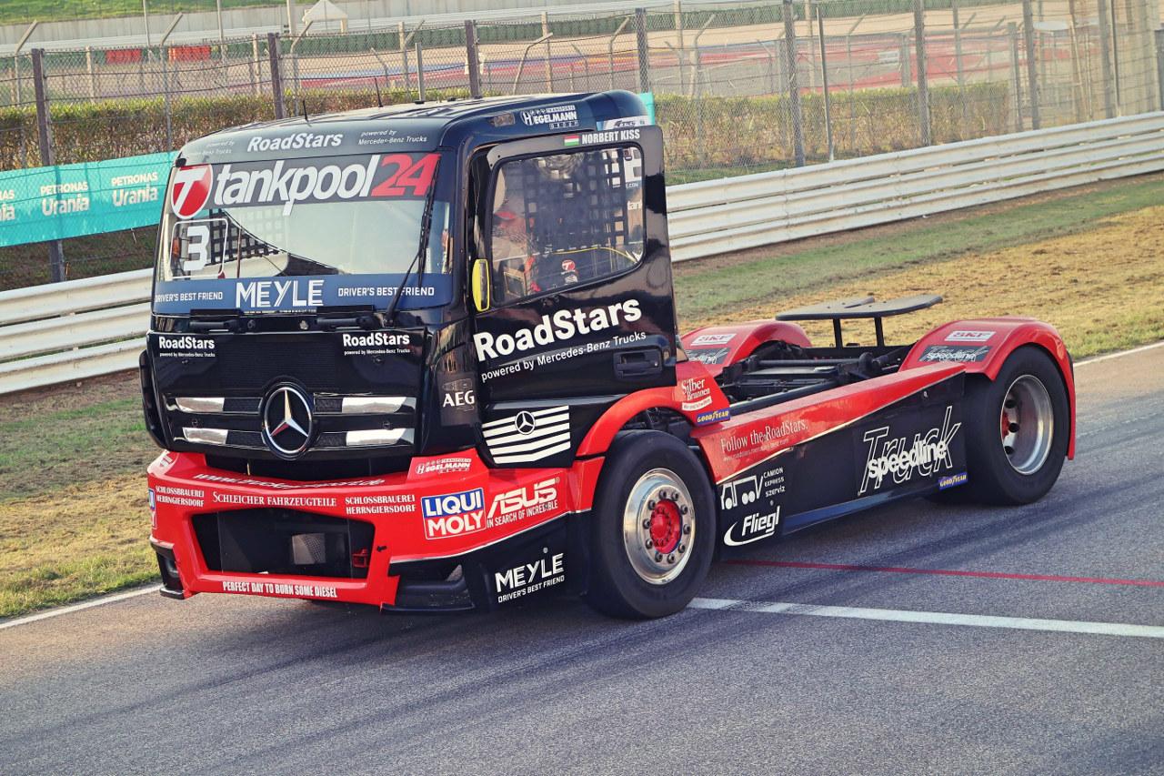 A Tankpool24 csapat Mercedes-Benz kamionja, azaz Kiss Norbi versenygépe is megújulva vág neki a szezonnak