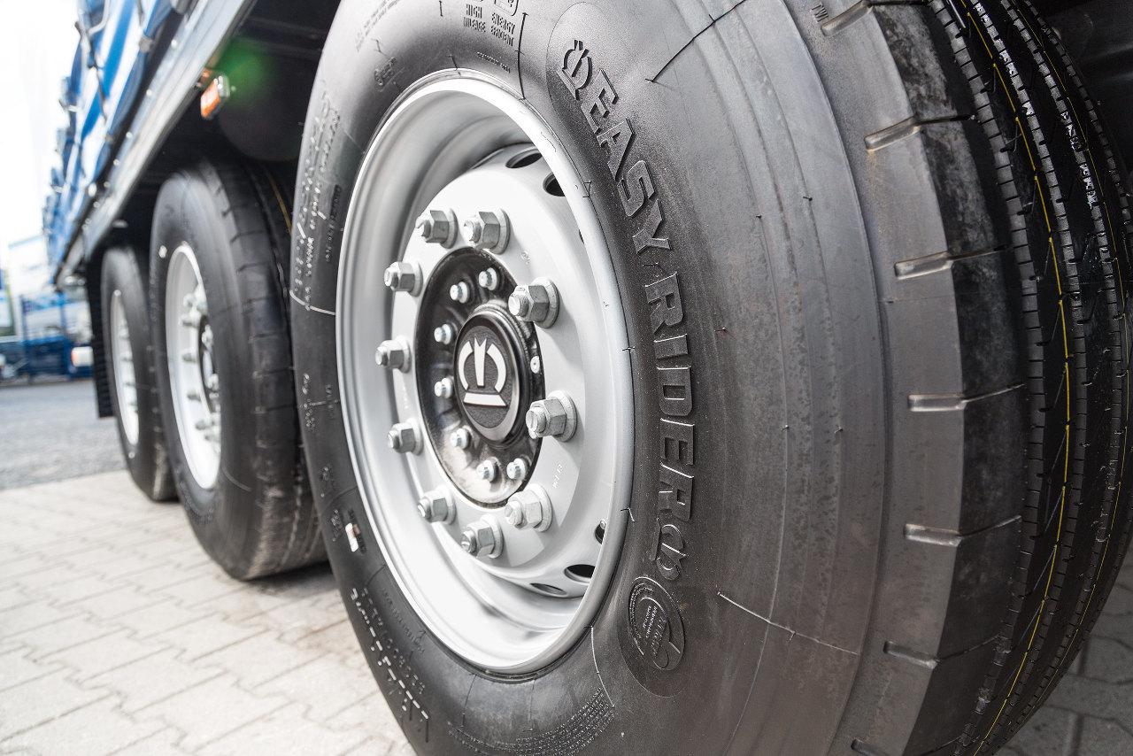 A Krone Easy Rider gumiabroncsok mindegyike öt tonna teherbírású, és az új változatoknak tovább csökkent a gördülési ellenállásuk