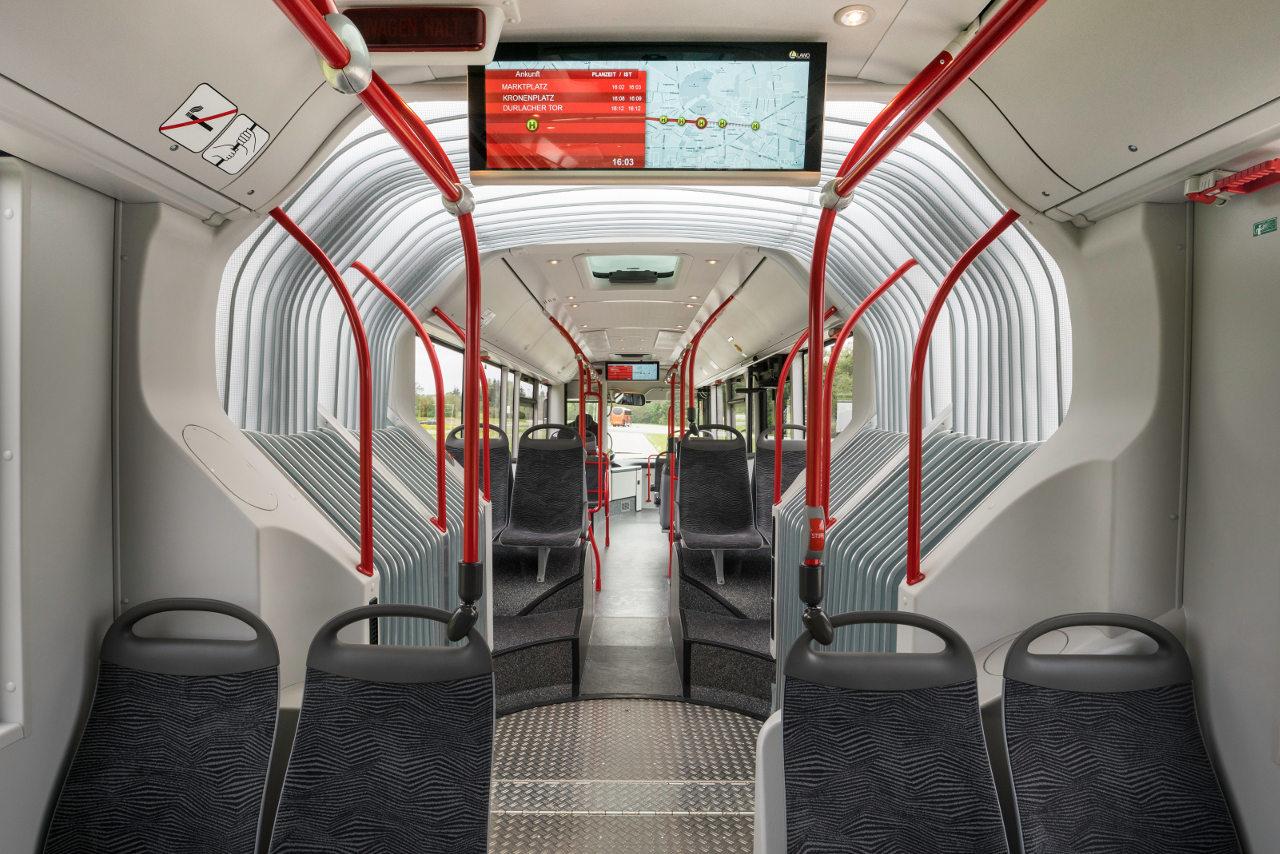A Lion's City csuklós városi autóbusz világos, könnyen tisztán tartható utastere korszerű megoldásokkal felszerelve