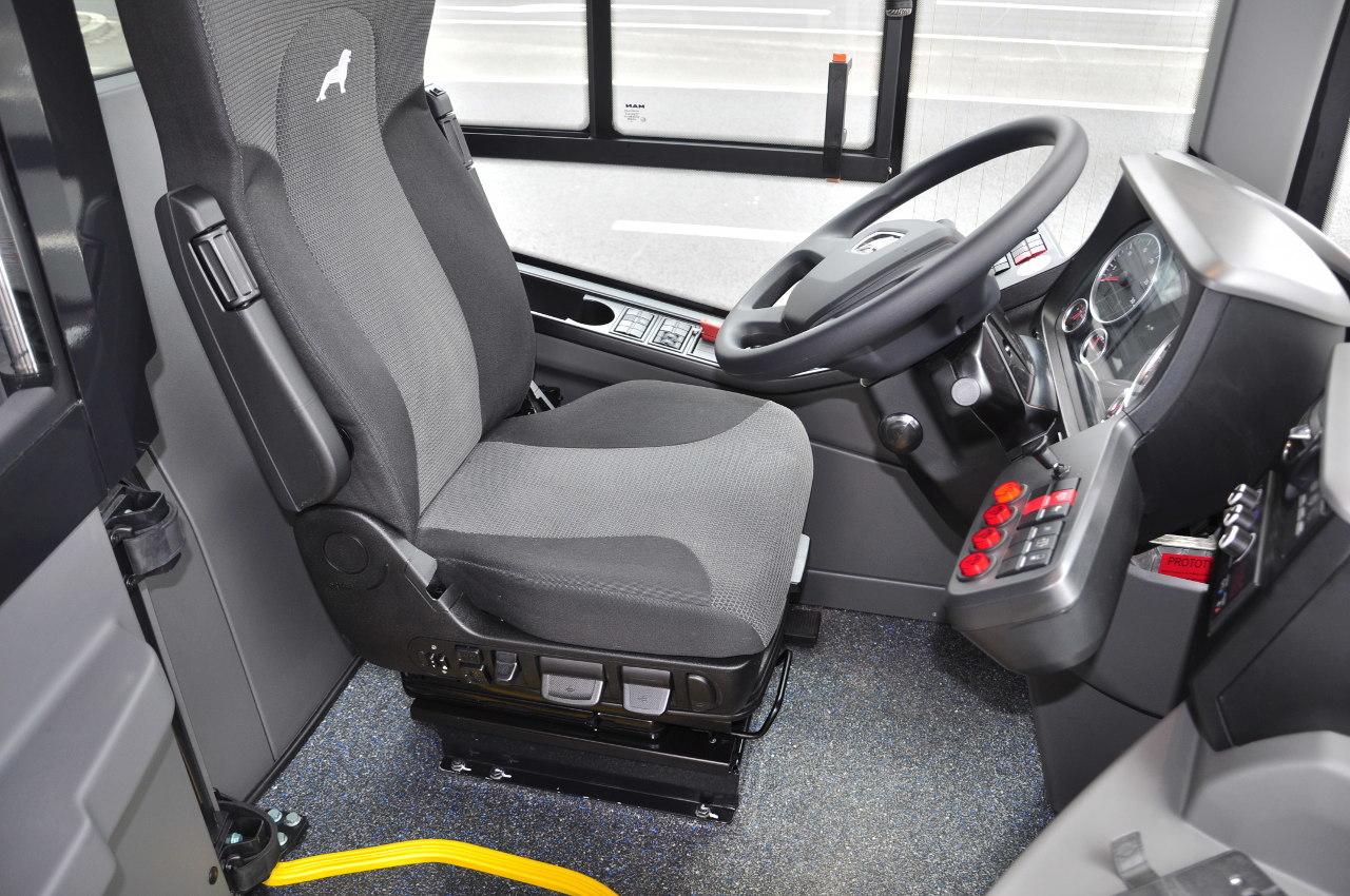 Teljes kényelemben: ez a vezetőülés egy távolsági buszban is megállná a helyét