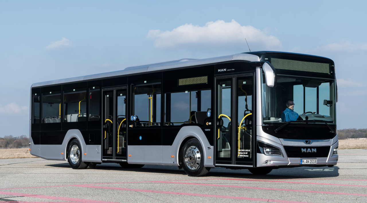 A 12 méteres változat esetében 1130 kilogrammot sikerült lefaragni a busz saját tömegéből, amiben természetesen az új, kilencliteres, D15-ös motor is jelentős szerepet játszik