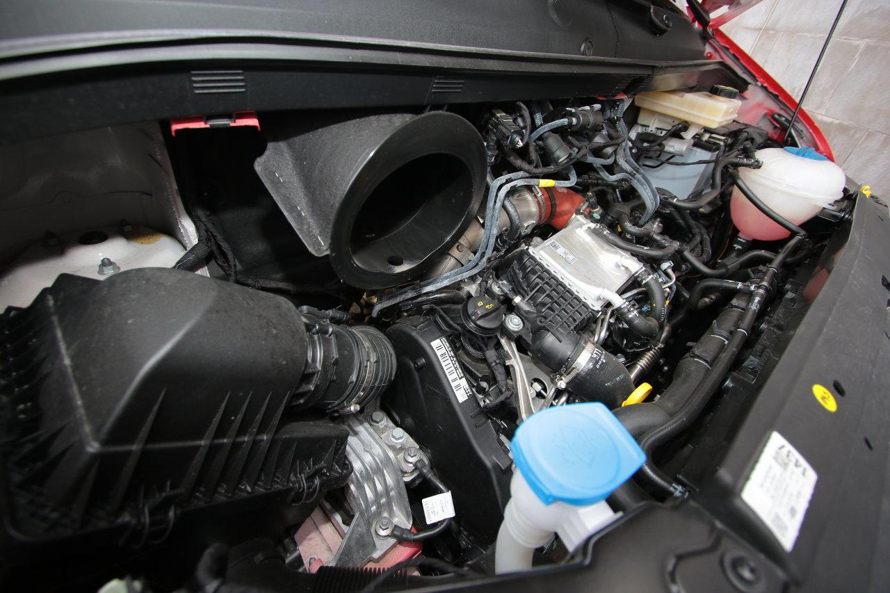 A kétliteres, 177 lóerős csúcsmotor