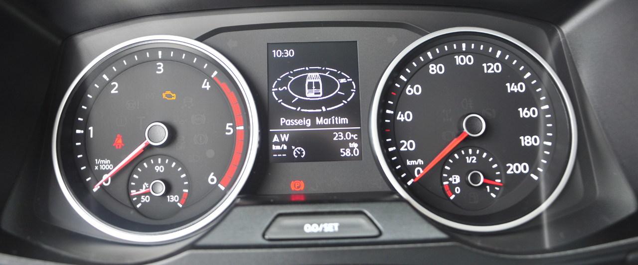 Akár a navigációs rendszer utasításai is megjeleníthetők a grafikus központi kijelzőn