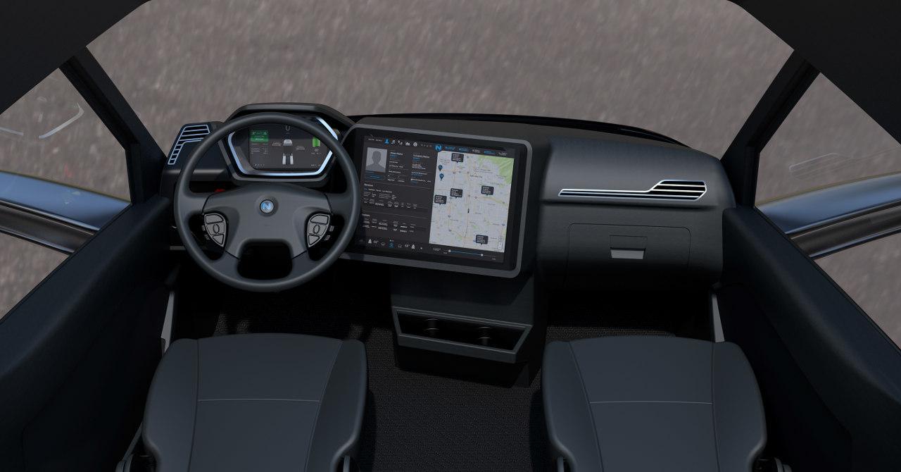 Mindkét vontató érintőképernyős infotainment rendszert kapott, amelyen többek között a járműre, az útvonalra, az akkumulátorok állapotára és a töltőállomásokra vonatkozó információkat is megtalál a pilóta, ugyanakkor zenelejátszásra is alkalmas