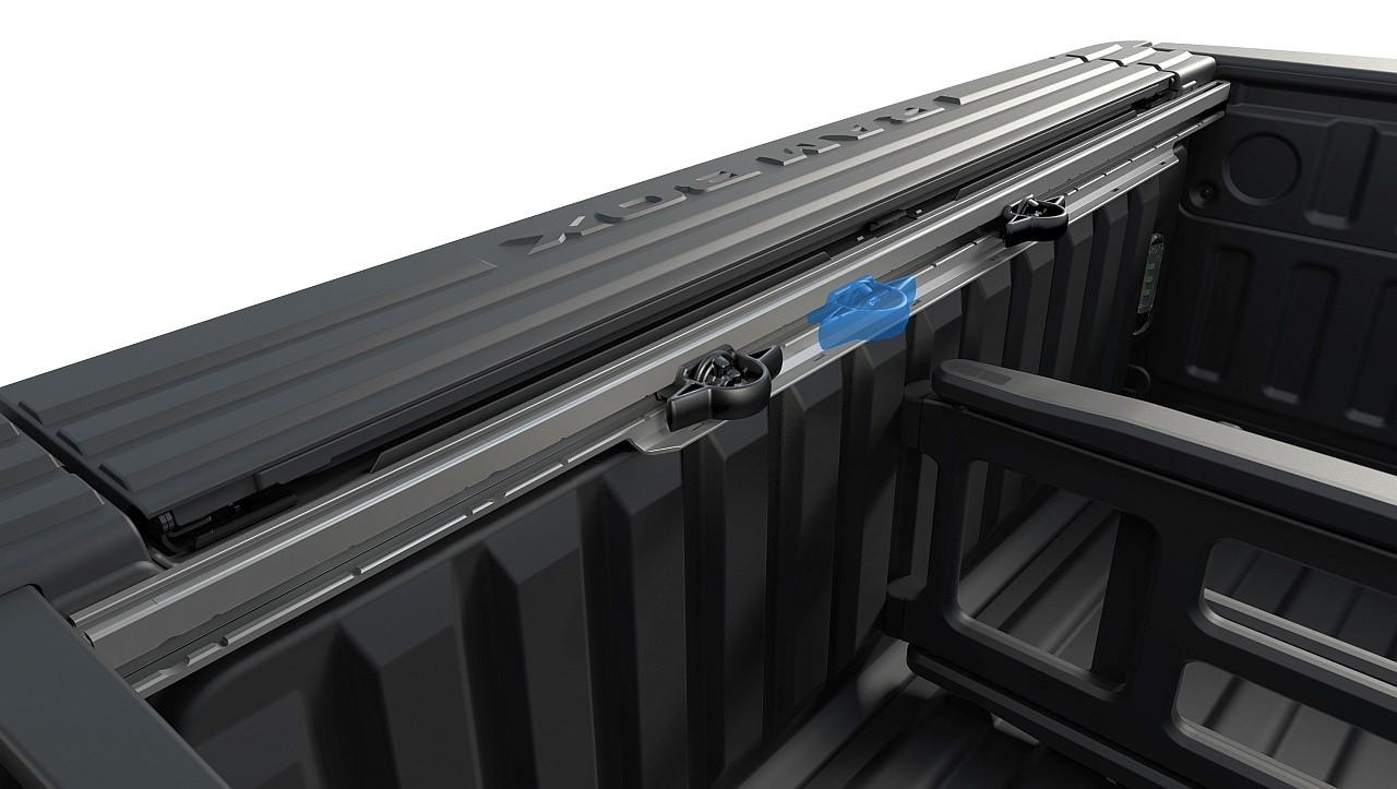 Variálható RamBox rendszer tartja nyugton és katonás rendben a poggyászt vagy éppen a szerszámokat, felszereléseket, kisebb méretű árukat