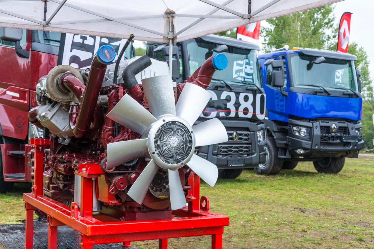 A versenygépek erőforrása alapjaiban megegyezik az utcai járművek motorjával