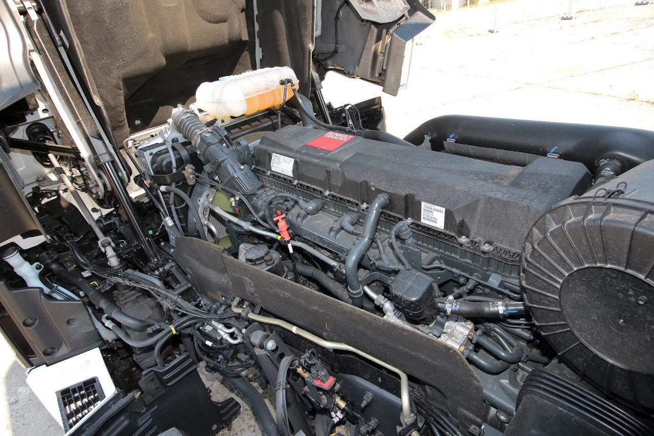A 13 literes motoron a kétlépcsős nyomásnövelésű közös nyomócsöves rendszer legtöbb elemét, köztük a közös nyomócsövet is, a szelepfedél alá rejtették, ami csendesebb működést eredményez