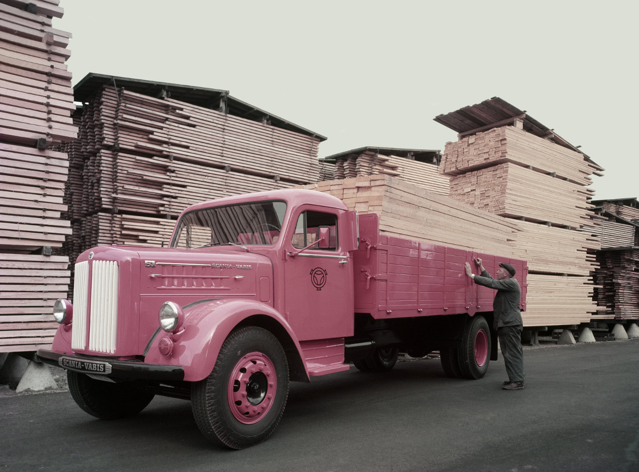 Scania-Vabis 335, 4x2 hajtásképlettel, trélervontatói szerepben