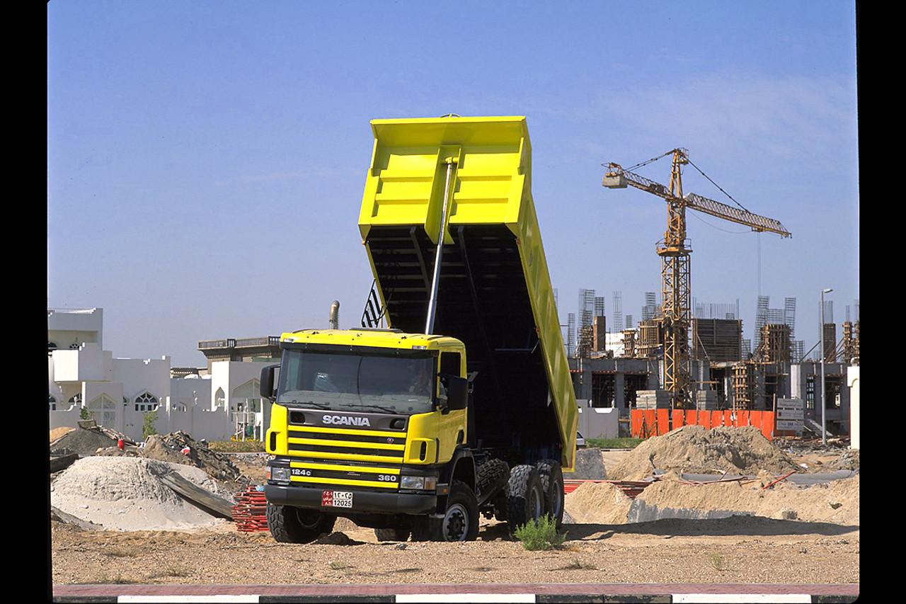 360 lóerős Scania P124 CB 6x6, CP14 fülkével, Abu Dhabi egyik építkezésén