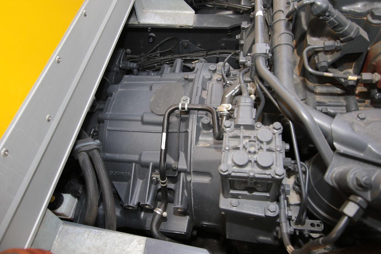 A dízelmotor és az automatizált sebességváltó között helyezkedik el a viszonylag kompakt, ám nagy teljesítményű, illetve még nagyobb nyomatékú villanymotor