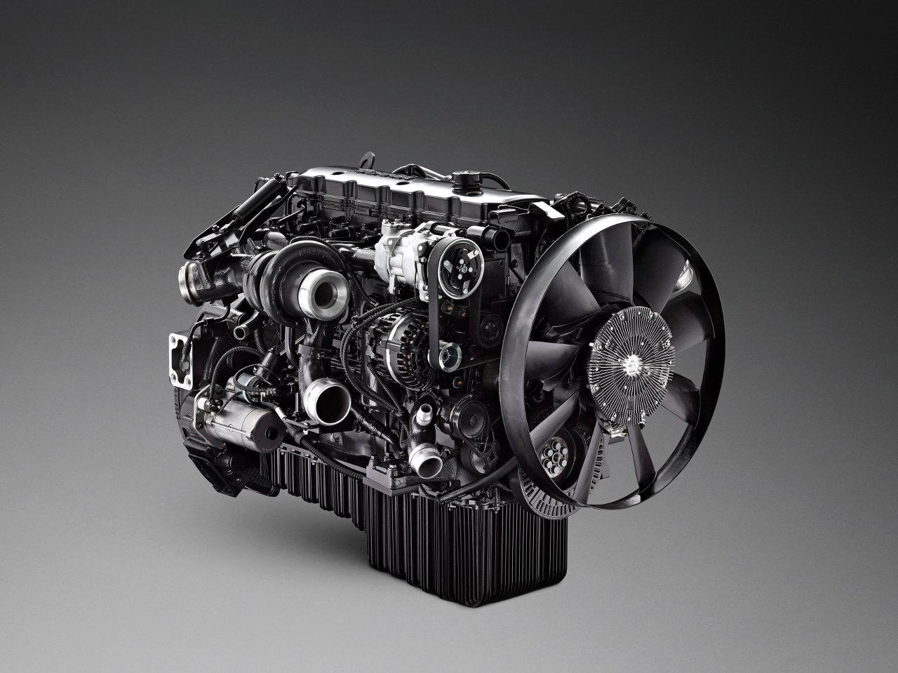 A Cumminstól származó, de Scania-perifériájú hétliteres motor jóval könnyebb és kisebb helyigényű a kilencliteresnél