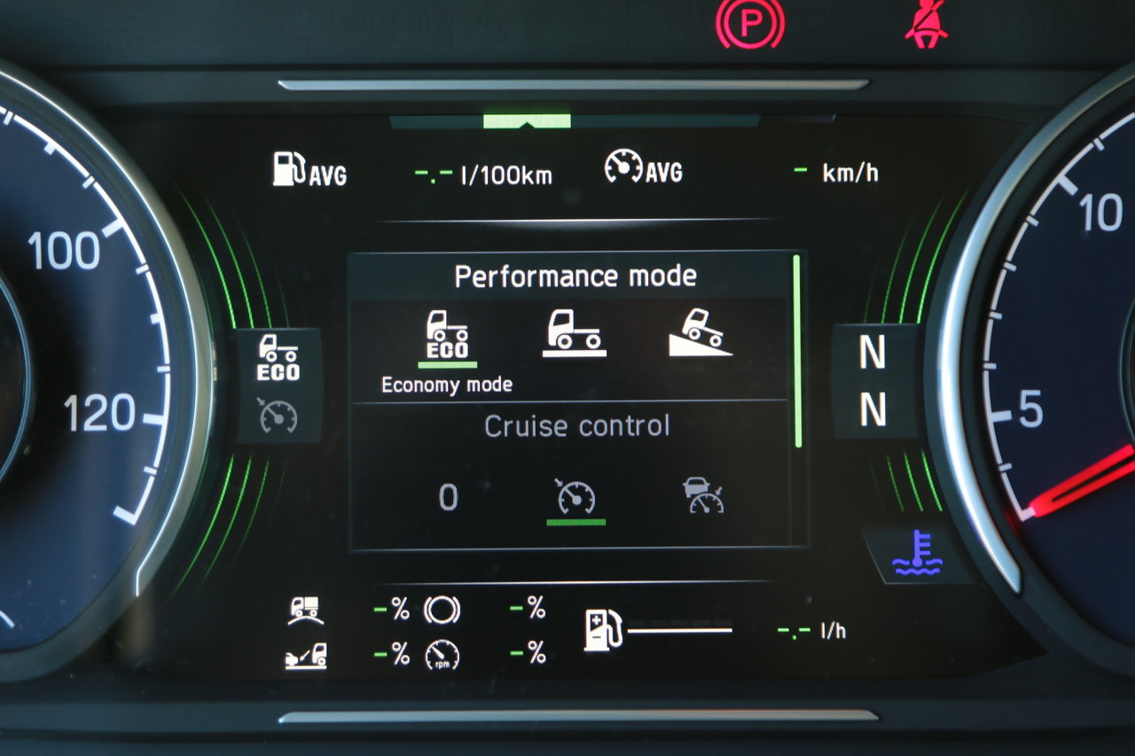 Az Opticruise sebességváltó gazdaságosságra hangolt Eco, átlagos Standard vagy teljesítményre kihegyezett Power üzemmódban működtethető. Ez a kormánykerék jobb küllőjének gombjaival választható ki