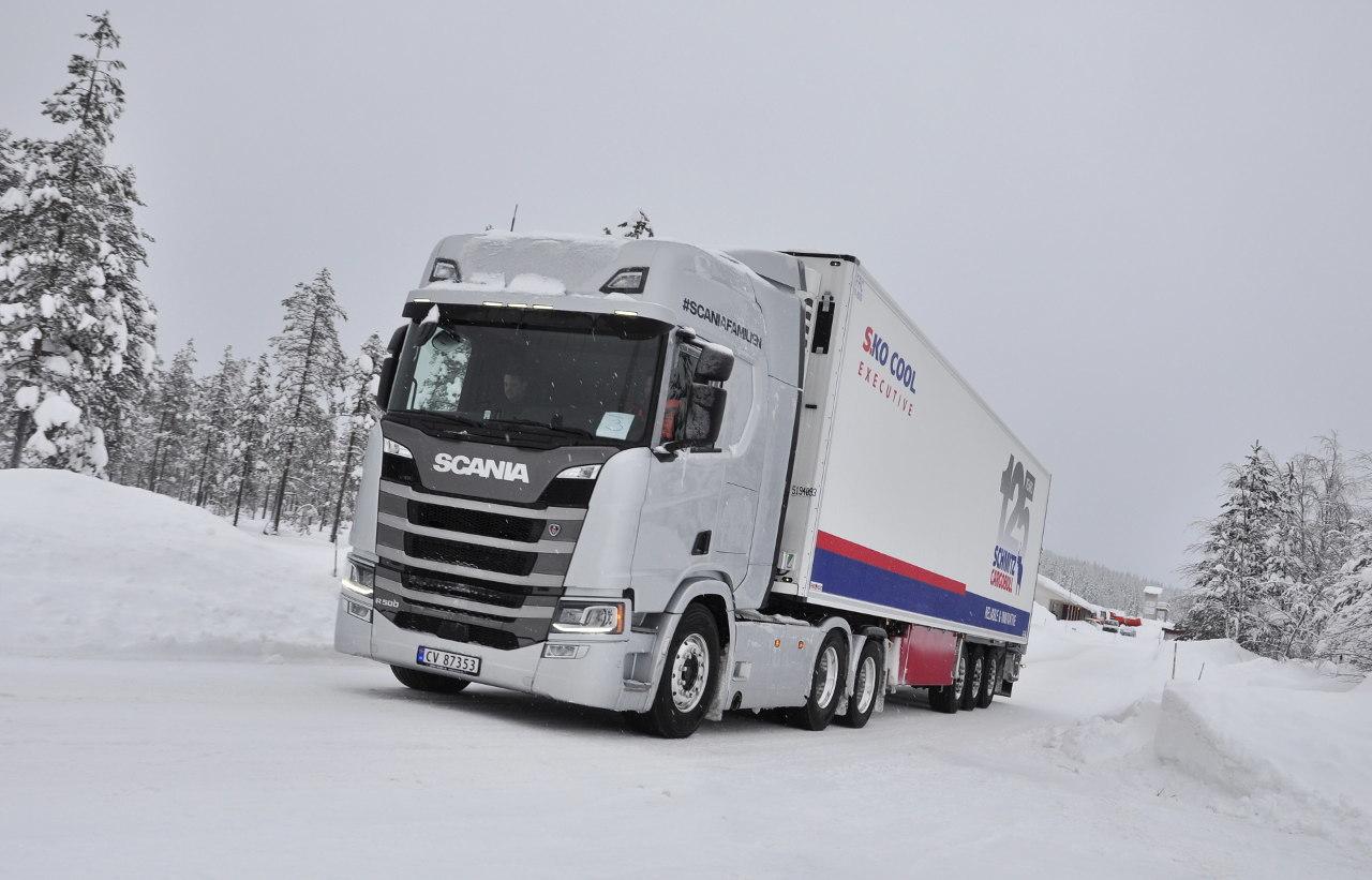 Norvégiában még a normál hűtős szerelvények esetében is 6x2-esek a nyerges vontatók, ugyanis ötven tonna a legnagyobb megengedett szerelvényössztömeg