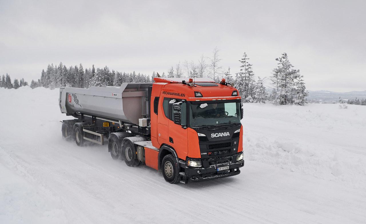 Az új V8-as motorral visszatért a Scania V8-asok legendás dübörgése, amelyet sokan hiányoltak az utóbbi években
