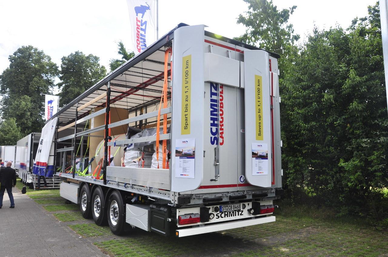 Száz kilométerenként akár 1,1 liter gázolaj megtakarítását is lehetővé teszik a pótkocsik hátfalán elhelyezett, behajtható uszonyok