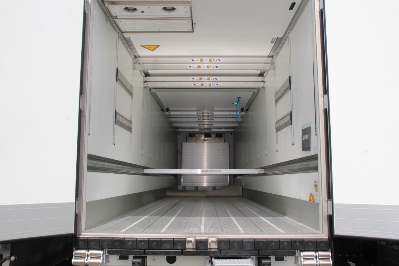 Íme, a dobozos félpótkocsik komplex rakományrögzítő rendszere