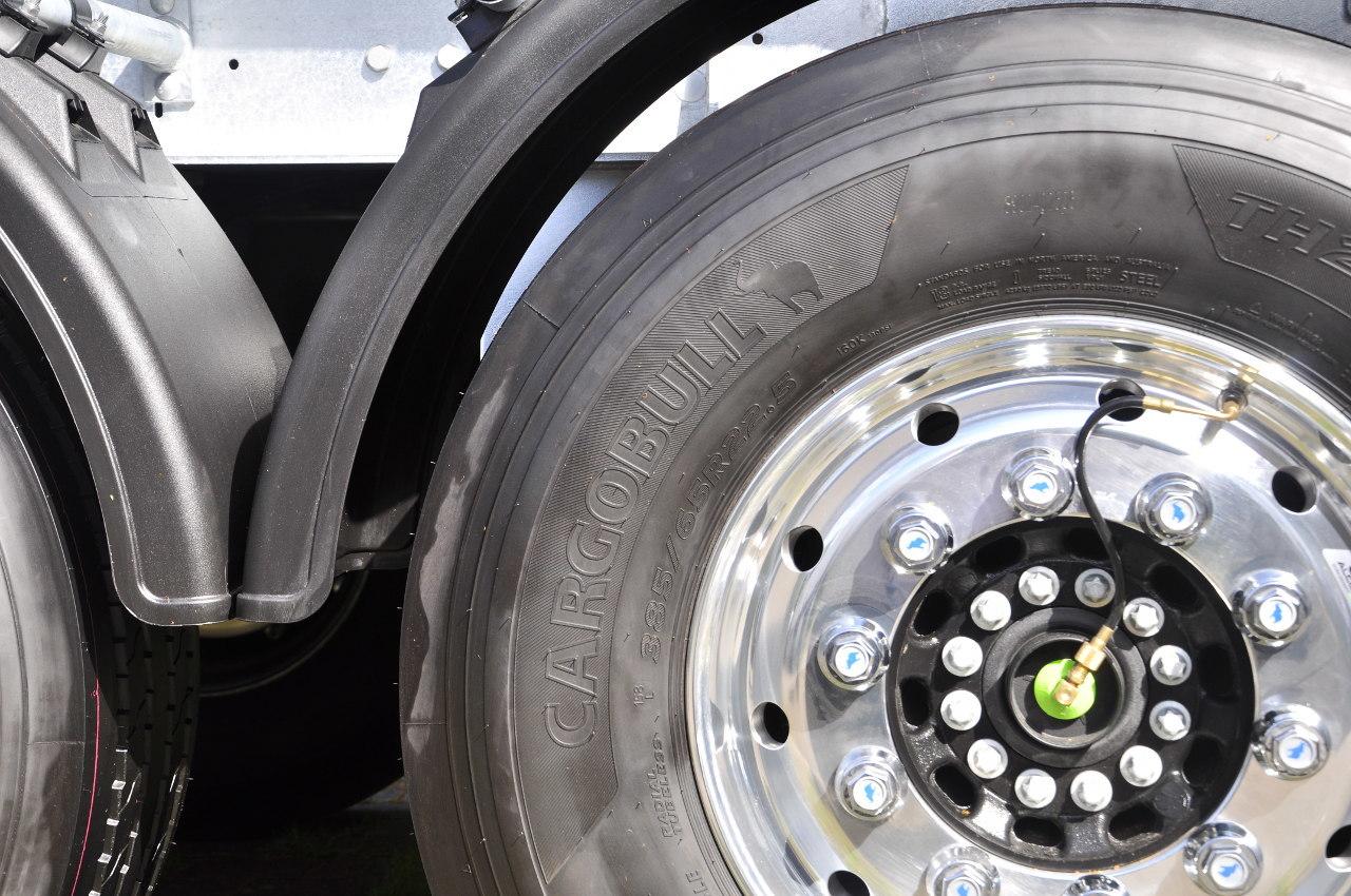 Nagy siker a piacon a Schmitz Cargobull sajátmárkás, egyébként a Hankook által gyártott prémium gumiabroncsa, Németországban már az új pótkocsik közel negyven százalékát ezzel rendelik meg