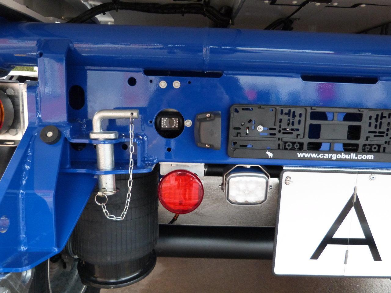 A félpótkocsi mögötti területet figyelő kamera képét a gépkocsivezető az okostelefonján vagy a táblagépén tekintheti meg az S.KI Control alkalmazáson keresztül