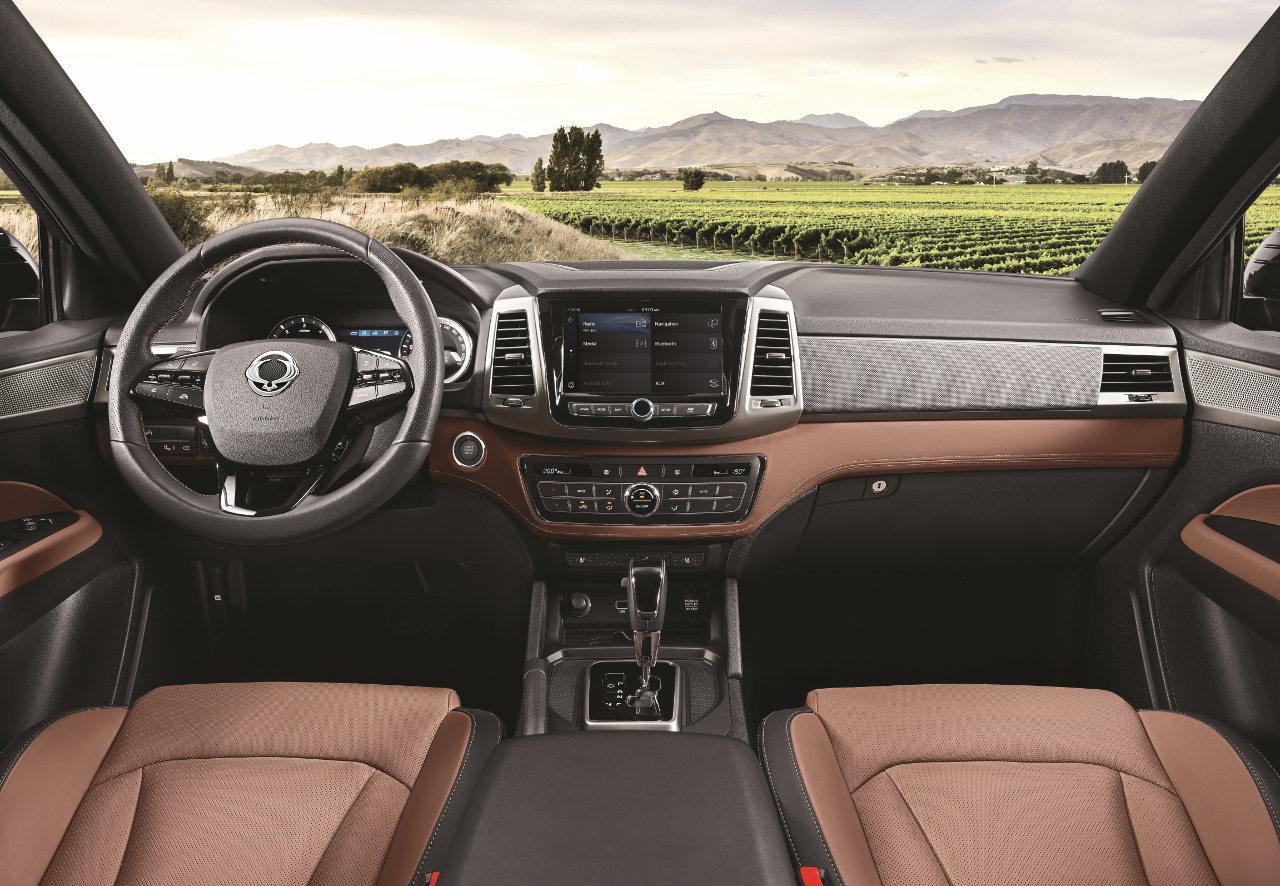 A SUV-rokonságnak köszönhetően az átlagosnál igényesebb és komfortosabb az utastér a gyártó ígérete szerint