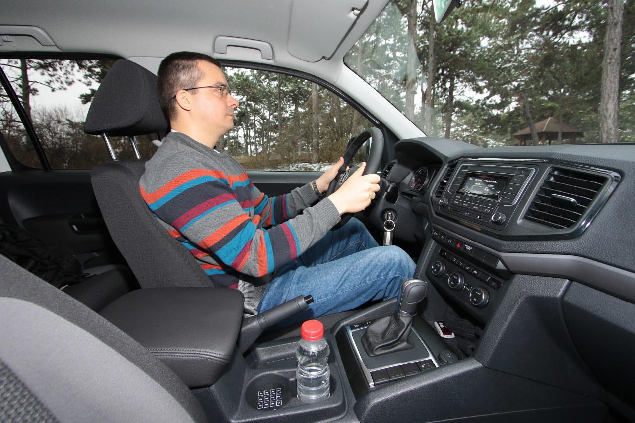 Akár hosszú órákon keresztül is kényelmes vezetési testhelyzet állítható be, az ergonómia kiváló