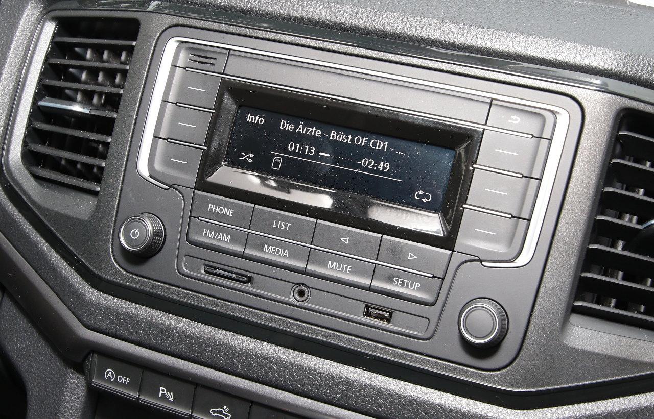 Már az alapszintű audioberendezés is tud SD-kártyáról MP3-as fájlokat lejátszani, Bluetooth-on keresztül mobiltelefont társítani, valamint USB- és AUX-IN-csatlakozót is kínál