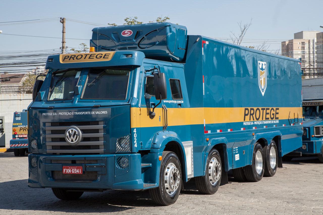 Hűtős kivitelben, gyógyszerek szállítására készült ez a Constellation 8x2 jármű