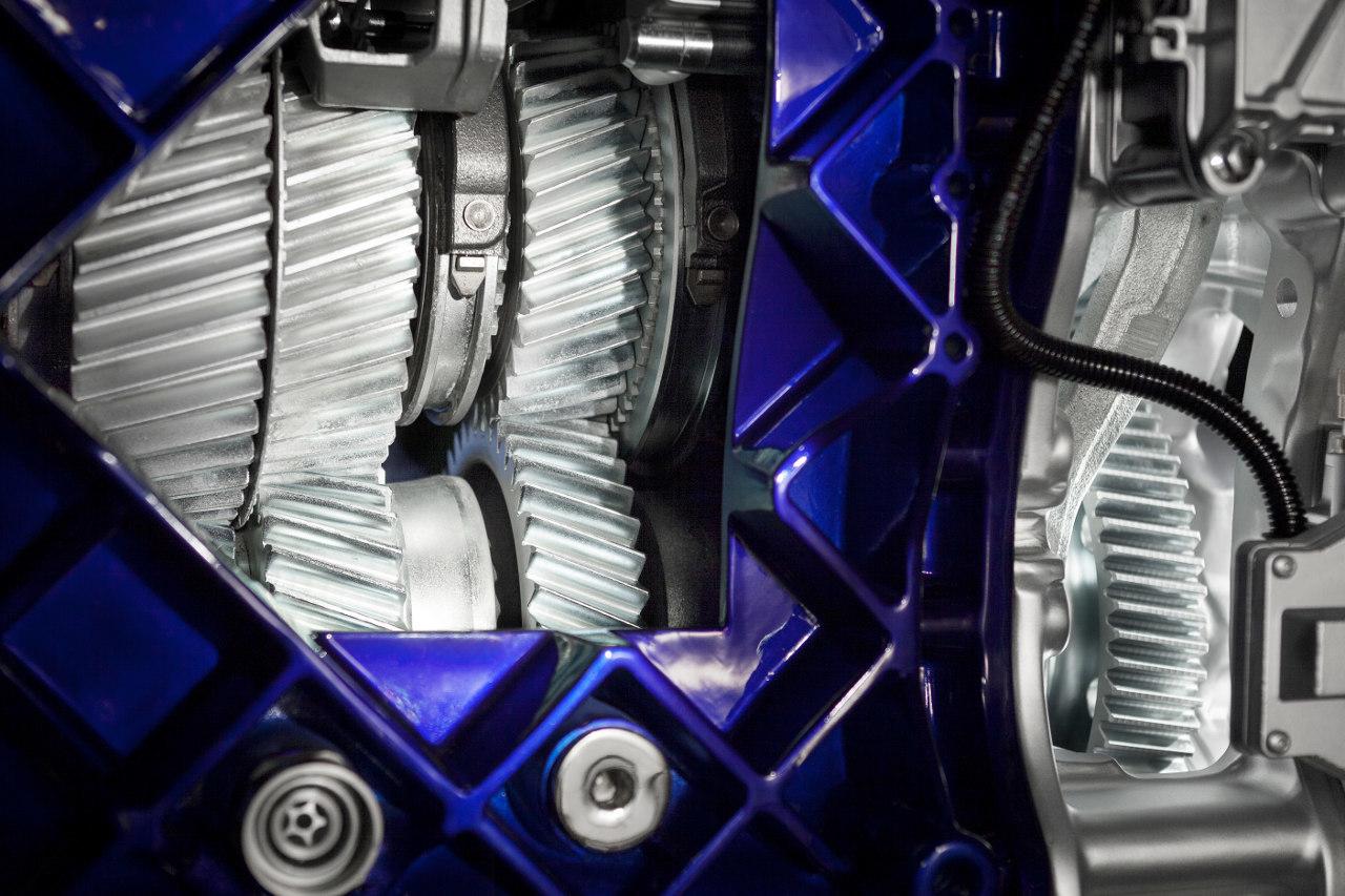 A nagy terhelés elviselésére a kúszófokozatokkal ellátott I-Shift váltó számos alkatrésze rendkívül nagy szilárdságú acélból készül
